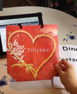 Lækker sangskjuler til 2 personer uden at rulle sangene på www.gratis-festsange.dk
